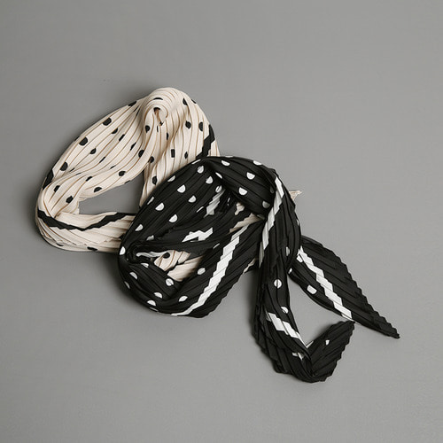 accordion  dot scarf