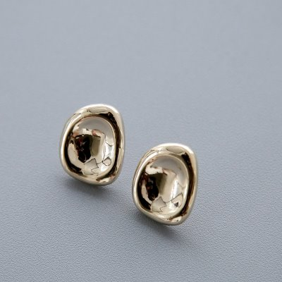 glossy gold earring